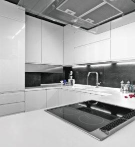 kuchnia biała bez uchwytów
